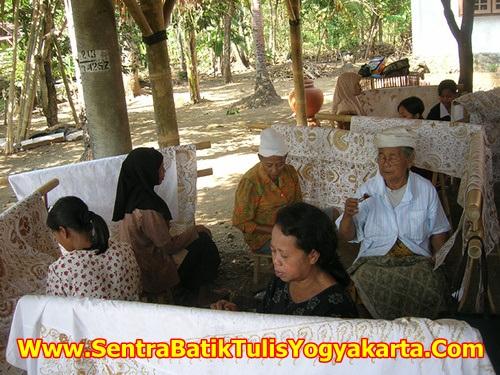 Pengrajin Batik Tulis Giriloyo Yogyakarta